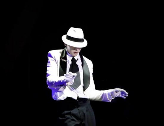 陈伟霆巡演预告片致敬偶像MJ 广州站开票在即