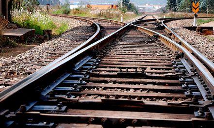 镇江火车站现卧轨自杀事件 当事者或患抑郁症