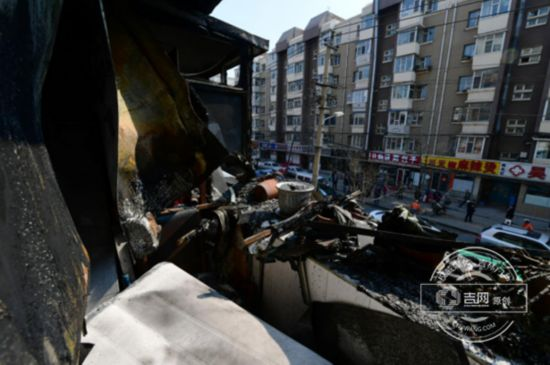长春一小店夫妻吵架点燃煤气罐 居民楼严重受损