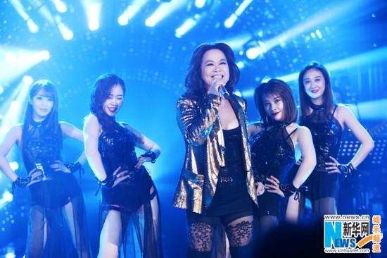 《歌手2017》本周突围赛杜丽莎回归 60岁劲歌热舞热情高涨