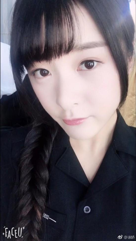 徐娇自拍娇俏可爱 身材高挑黑色网袜成熟风(图)