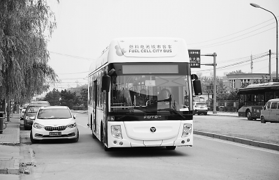 氢燃料电池客车上路测试.