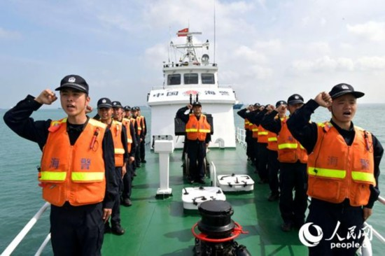"""海南海警清明节前开展""""海上祭英烈""""活动"""