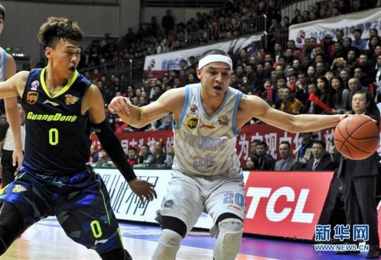 (体育)(9)篮球――CBA总决赛首场:新疆战胜广东