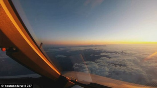 日行千里!飞行员视角领略时光飞逝美景