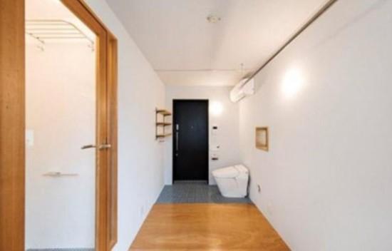 日本奇葩公寓进门便是马桶 毫无隐私可言