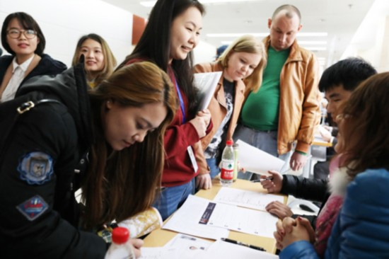 Foreign students attend a job fair at Zhongguancun high-tech zone in Beijing on March 23, 2017. [Photo: China Daily]