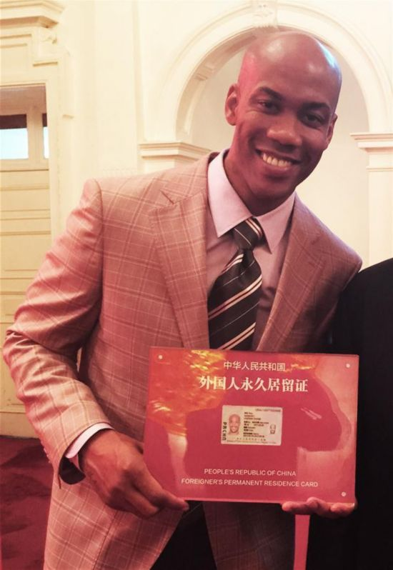 American basketball player, Stephon Marbury, shows his Chinese permanent residence card in Beijing on April 18, 2016. Marbury was the first foreign athlete to obtain a Chinese