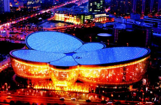 This is a night view of the Oriental Art Center in Shanghai Pudong New Area. [Photo: Xinhua]