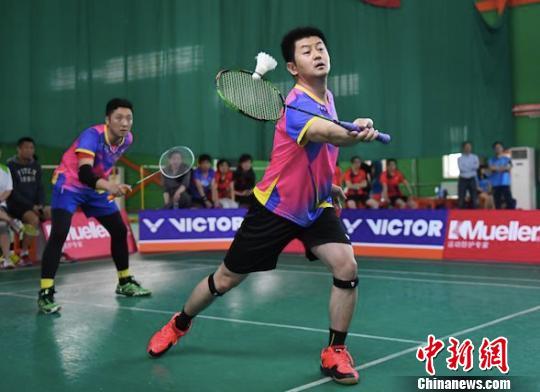 第二届羽球京城媒体团体赛开战19支队伍参与争夺