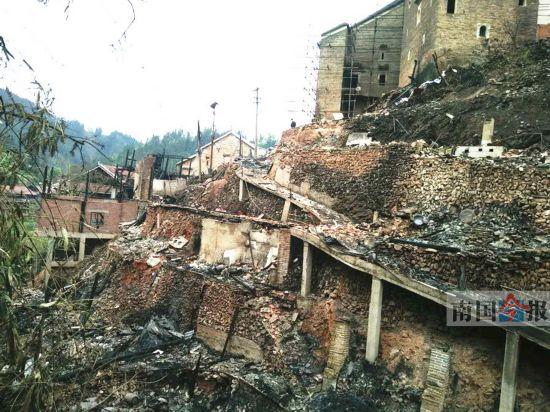 融水发生寨火17栋民房被烧毁 所幸未造成人员伤亡