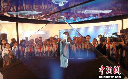 """中华世纪坛清明纪念先贤:文化名人依靠全息投影""""现身"""""""