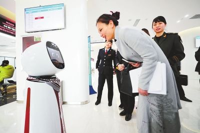河南自贸区郑州片区机器人向导让办理业务变容易
