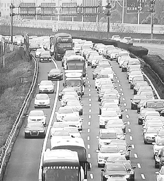 清明假期高速事故猛增 跟车太近等陋习是主因