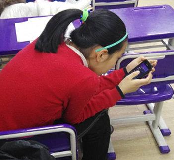 14岁少女常玩手机颈椎老化如50岁 严重或致瘫痪