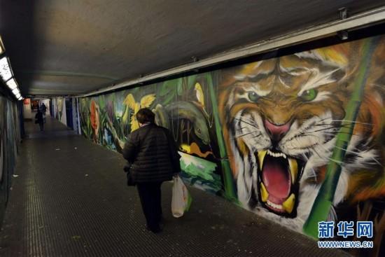 罗马火车站的奇幻涂鸦壁画