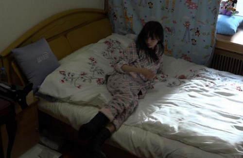 wuli爽妹子的睡衣就接地气得多,很多人都有的