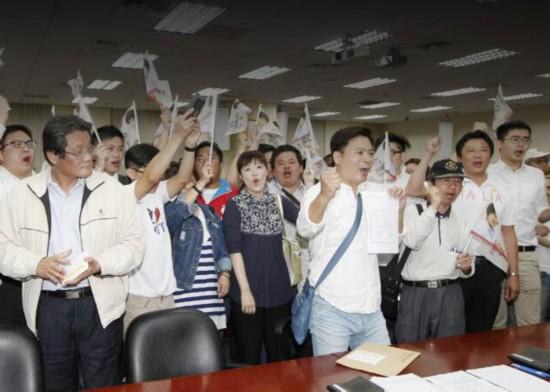 天前台湾地区副领导人吴敦义、国民党副主席郝龙斌阵营领表后,现任图片