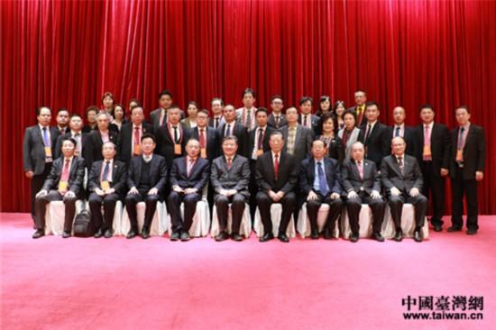 全国人大常委会副委员长、中国统促会副会长陈竺和亚洲地区统促会联合总会访问团一行合影留念