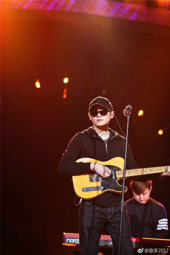 中国摇滚乐歌手排名_萧敬腾因为自己有摇滚的梦想,所以组成了摇滚乐队来到了《歌手