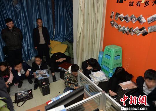 重庆警方捣毁一侵犯个人信息团伙 涉及200余万条信息