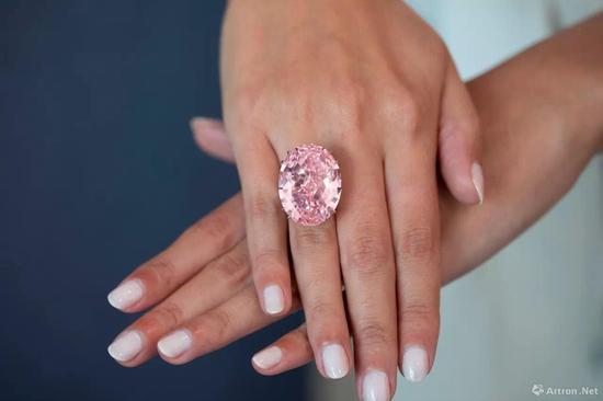 周大福粉红之星  5.53亿港币  亚洲拍卖会历来最高价成交拍品及任何钻石及珠宝之世界拍卖纪录  香港�K富比2107年春拍