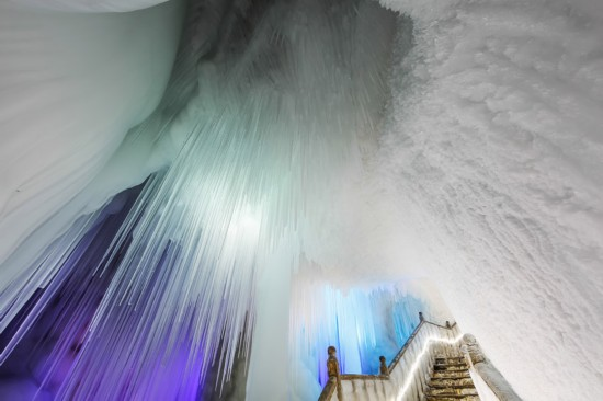 穿越三百万年 山西宁武万年冰洞冰雕玉砌如梦幻城堡