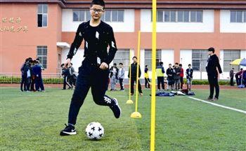 泰州体育中考开考 排球足球跳绳选测人数增多