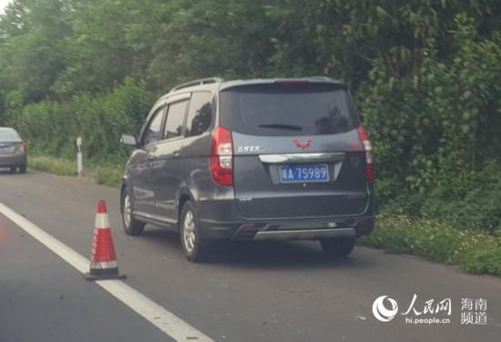 海南环岛高速车辆疑似违法占用应急车道