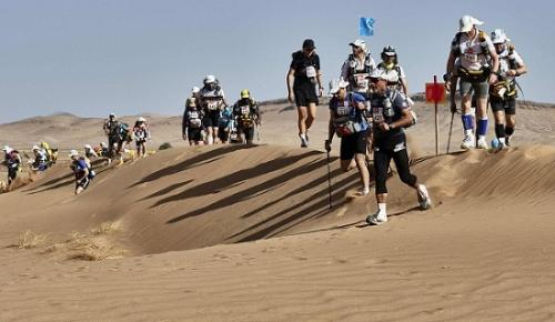 沙漠中的气温有时高达50摄氏度。