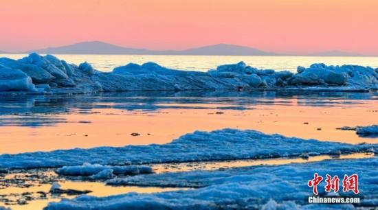 中俄界湖兴凯湖开湖 冰排涌动尤为壮观