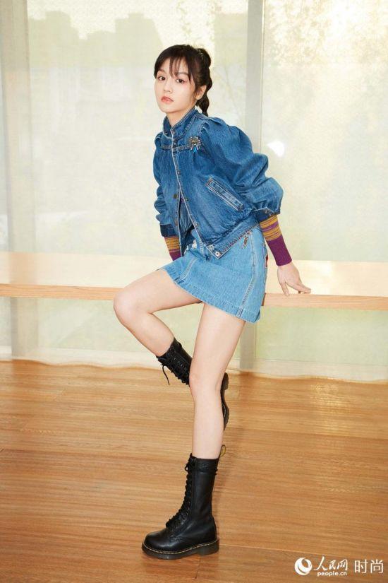 春夏出席时尚活动 俏皮短裙演绎鬼马少女--重庆频道--人民网