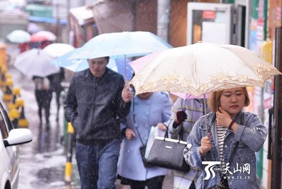 雨中乌鲁木齐(组图)