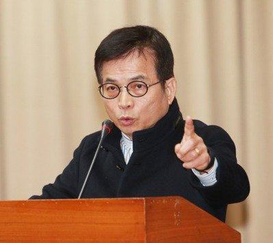 """蓝营揭蔡当局停播""""中广""""2频道真相:名称就是原罪"""