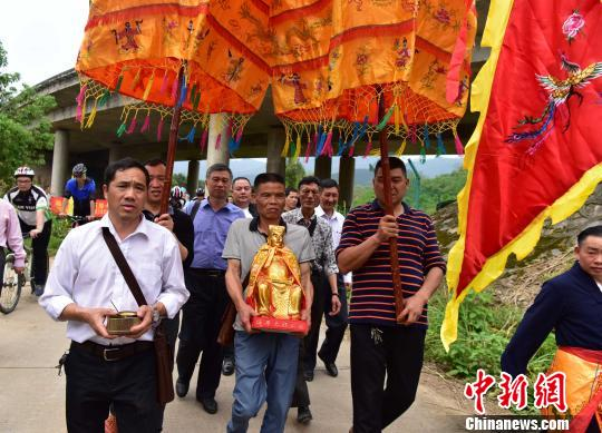 4月16日,南平延平王神像即将前往台湾。 张丽君 摄