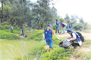 青年志愿者 守护美舍河