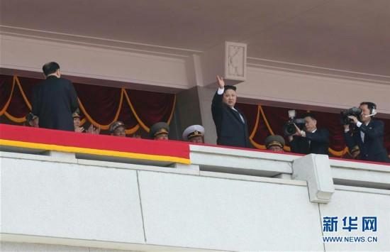 高清图:朝鲜举行阅兵式