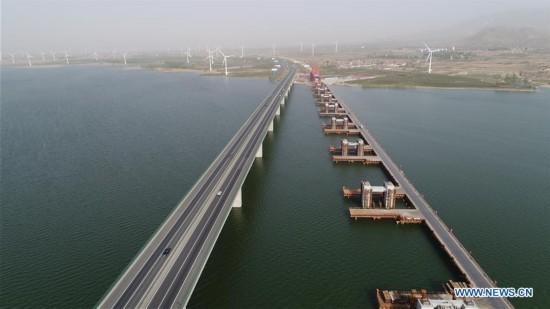 Guanting Reservoir Bridge of Beijing-Zhangjiakou railway under construction