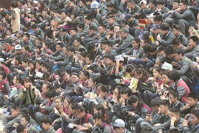 """泰州一学校组织学生到无锡""""游""""学名著"""