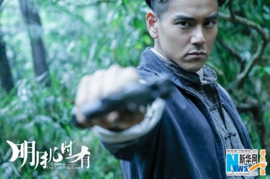 """《明月几时有》首演英雄 彭于晏""""武装到指甲"""""""