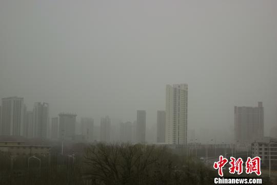 青海出现沙尘天气省会西宁PM10浓度破2000