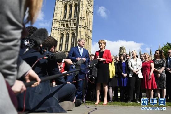 英国议会批准提前举行大选
