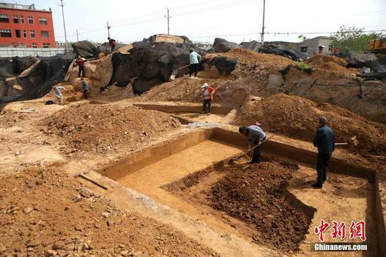 """在建工地""""惊醒""""东周睡梦人现30座古代墓葬(图)"""