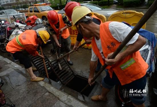 福州21日或有大范围强降雨城区多个路段清掏忙 一夜缱绻未了情