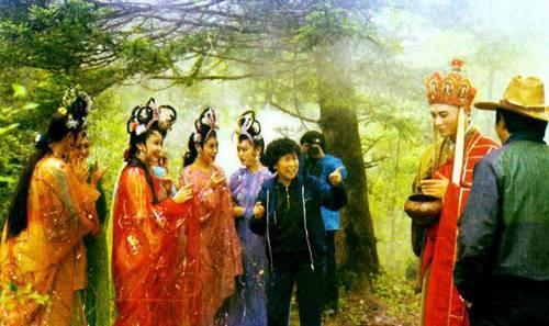 86版《西游记》幕后剧照,导演杨洁和演员们在片场讲戏-最经典的10