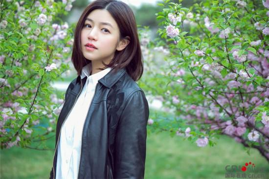 陈妍希春游故宫心情大好 笑颜如春