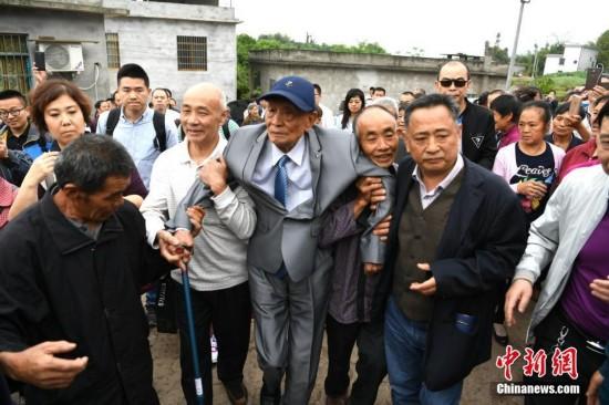 97岁台湾抗战老兵离乡77年后首次返川探亲