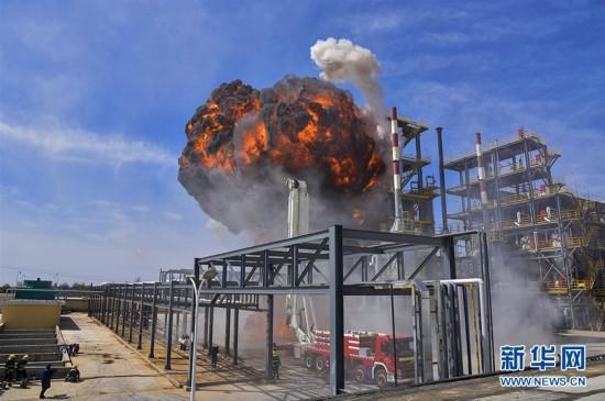 甘肃举行石油化工灾害事故跨区域灭火救援演练