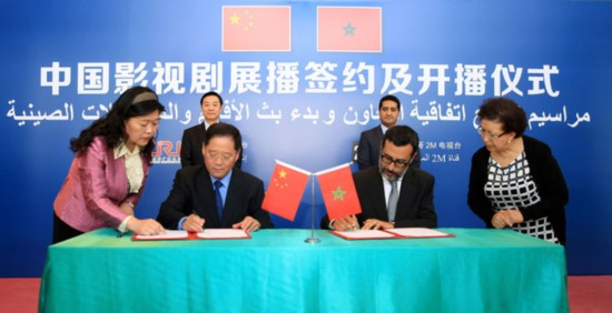 Wang Gengnian (2nd, L, front), the Director General of China Radio International (CRI) and Salim el-Sheikh, the Director General of Morocco's leading TV channel 2M sign an agreement on broadcasting Chinese series and movies on the TV channel in Morocco, on April 20, 2016. [Photo: China Plus/Li Fusheng]