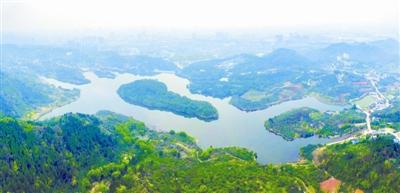 从空中俯瞰,龙泉山植被茂密,未来将作为龙泉山城市森林公园的一图片